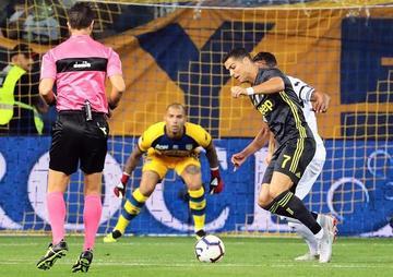Juventus toma Parma y sigue imparable