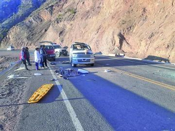 Un muerto y cuatro heridos en vuelco de vehículo chuto