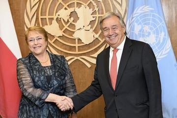 Bachelet promete acompañar a víctimas y defensores de DD.HH.