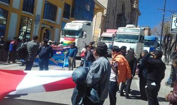 Transporte pesado prevé bloqueo de vías contra el SIN y la Aduana
