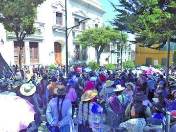 Feriafranquistas se declaran en emergencia y alistan protestas