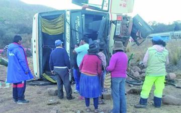 Aclaran que el bus que volcó no es de Expreso Tupiza