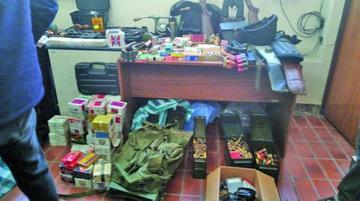 Policía halla arsenal de guerra en una vivienda de la zona Sur de La Paz