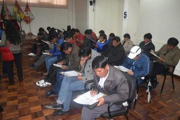 Postulantes a direcciones rinden examen