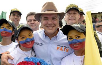 Gobierno de Colombia deja en suspenso el diálogo con el ELN