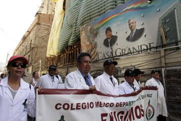 Acusan al Colegio Médico de asumir una postura política