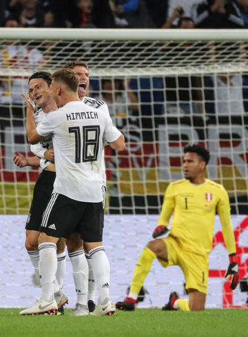 Alemania vence por 2-1 a un enérgico Perú