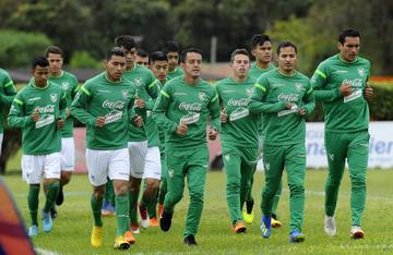 La selección reconoce el estadio Prince Faisal