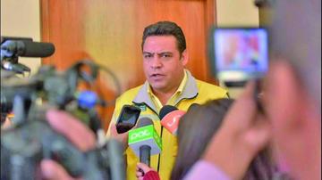 Alcade Revilla admite haber conversado con el MAS
