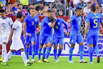 Brasil golea sin problema a El Salvador