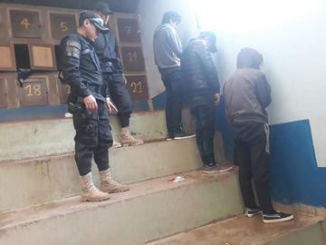 Menores se drogaban en una piscina de Miraflores