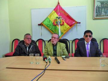 Juan del Granado presenta libro sobre el juicio a la dictadura en la UATF