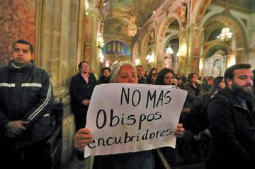 El Papa acepta renuncia de otros dos obispos chilenos por escándalo de abusos
