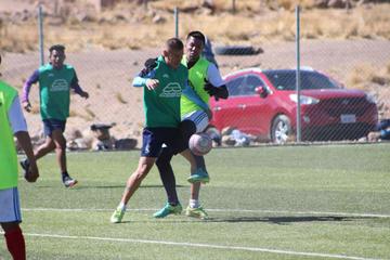 Apaza recupera a Gómez para enfrentar a los celestes