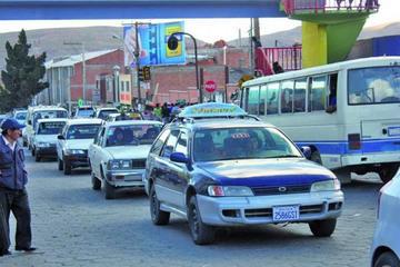 Usuarios piden sancionar el cobro ilegal de pasaje de taxi