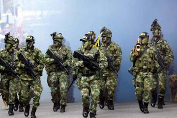 Ejército colombiano rescata a 17 empleados retenidos por criminales