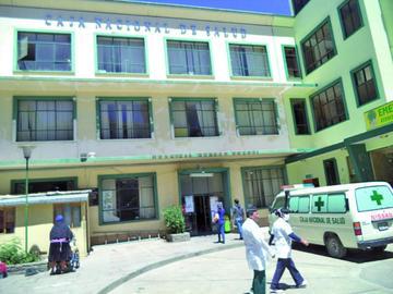 Médicos acatan paro hoy solo con atenciones de emergencia