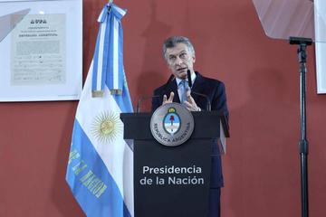 La pobreza sube en Argentina y Macri advierte tiempos difíciles