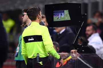 UEFA aprueba el videoarbitraje para la próxima edición de la Champions