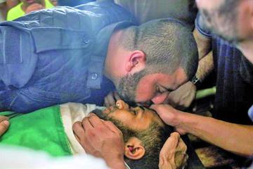 Gaza entierra a fallecidos en protestas en la Franja