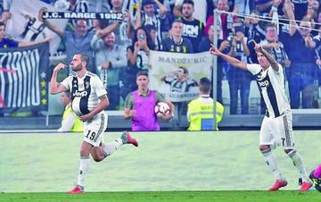 Juventus remonta a Nápoles y se escapa en la tabla
