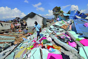 La ayuda en Indonesia colapsa y muertos superan los 1.200