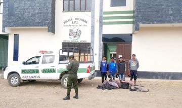 Policías salvan a cuatro jóvenes de  ser linchados en Tacobamba