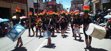 La entrada folclórica estudiantil en Oruro muestra cultura y devoción