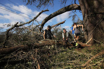 Sube a seis los muertos tras paso de huracán en EE.UU.