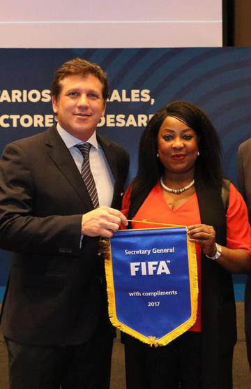 FIFA vuelve a amenazar con suspender a Perú