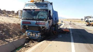 Colisión de vehículos ocasiona un muerto y dos heridos