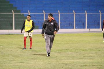 Alberto Illanes tiene su equipo completo