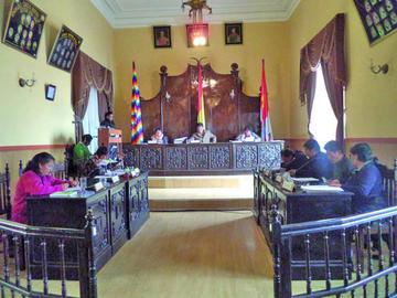 El Concejo aprueba obras y recibe a pobladores rurales