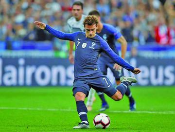 Francia sufre para ganar a Alemania