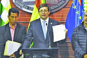 Opositor denuncia que 13 empresas nacionalizadas operan como privadas