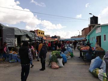 Comerciantes aceptan el diálogo y sector verduras vende normal