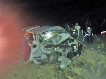 Colisión de autos deja cinco heridos en vía a Tarija