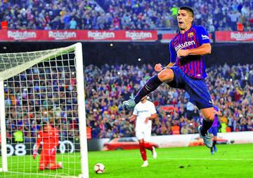 Barcelona golea y recupera el liderato