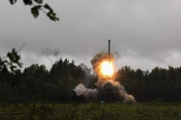 Trump amenaza con fortalecer arsenal nuclear tras dejar pacto
