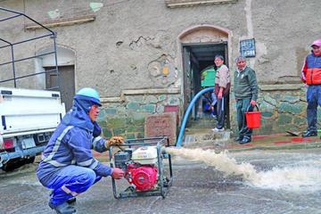 Lluvia torrencial y granizo causan destrucción en la ciudad de Potosí