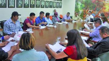 Cívicos convocan a un paro el 6 de diciembre en defensa del 21F