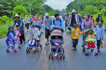 La caravana migrante se divide y avanza por distintas carreteras
