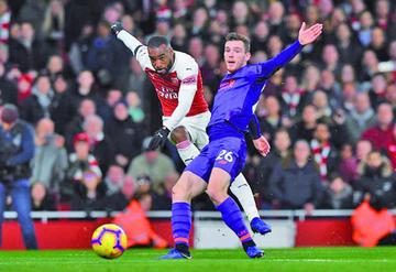 Arsenal y Liverpool deleitan con un empate de otra época