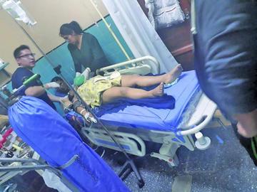 Un niño pierde la vida y siete están heridos
