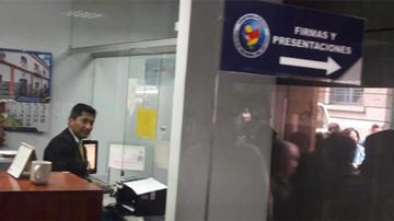 Blanco atiende en una ventanilla de la Fiscalía y percibirá Bs 11.000