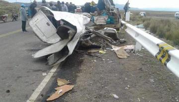 Choque entre autobús y camioneta en el sur de Perú deja 18 fallecidos
