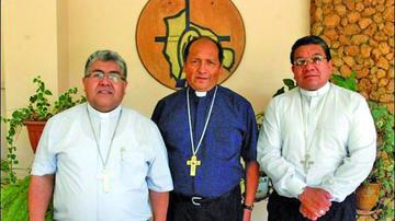 Los obispos reeligen directiva y  critican que se gasten millones