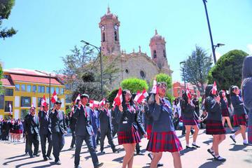 Piden a estudiantes respetar símbolos del departamento de Potosí