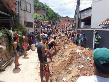 Deslizamiento de tierra en Río de Janeiro deja nueve personas muertas