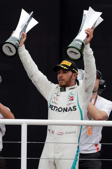 Hamilton gana y Mercedes festeja el título de constructores